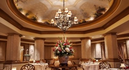 Victoria_and_Alberts_restaurant_american_vacation_living_orlando-420x230 - disney